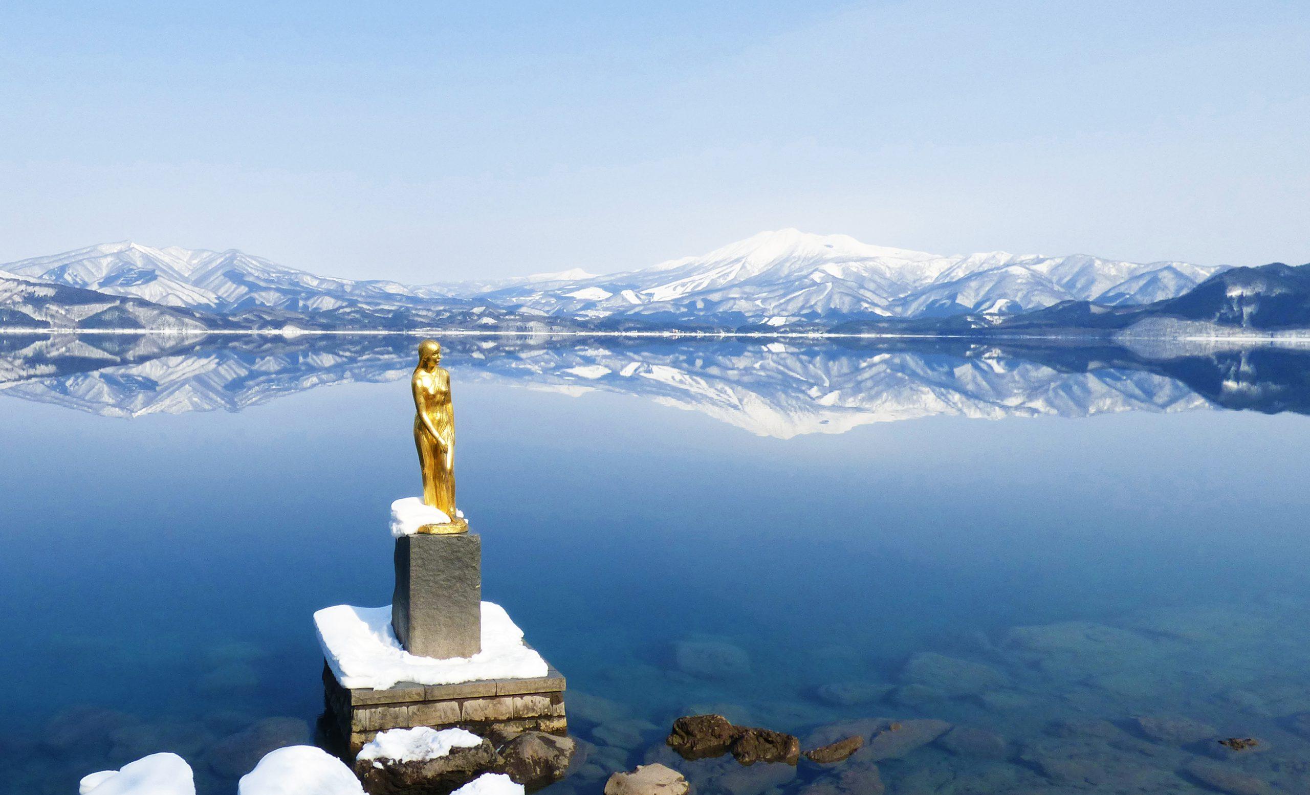 田沢湖の雪景色