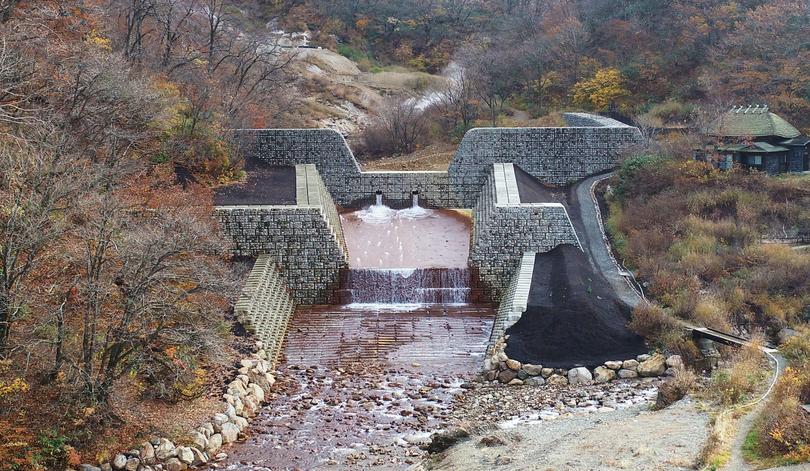 八幡平山系先達川地区砂防堰堤工事完成