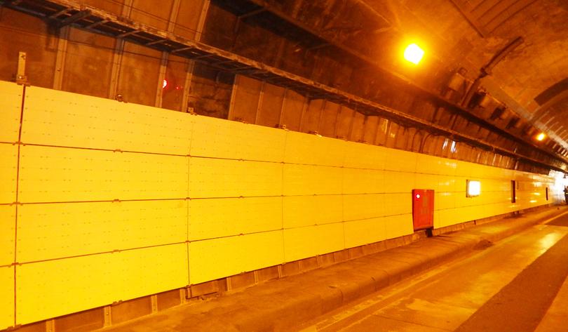 仙岩地区トンネル補修工事内装板施工2